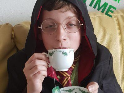 """Mettmann, Konrad Heresbach Gymnasium  Hallo alle da draußen, ich hoffe ihr alle seid gesund und trinkt (wie ich) euren Tee Zuhause (-;   Euer Harry Potter  P.S. """"Working hard is important, but there is something that mattres even more: BELIEVING IN YOURSELF."""" -HP"""