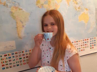 26340 Zetel IGS Friesland Süd  It's tea time at five o'clock