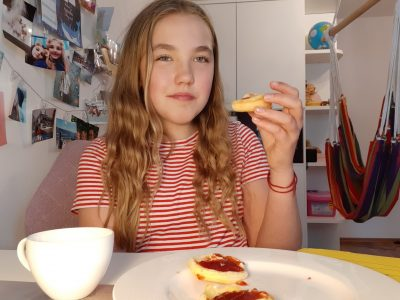 Essen Theodor Heuss Gymnasium Marlena König  5' clock tea with scones and tea