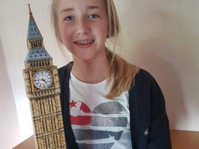 Comenius-Gymnasium Datteln Das bin ich (Lina) mit dem Big Ben aus London. Ich finde den Big Ben die schönste Sehenswürdigkeit aus London! Leider war ich noch nie wirklich dort, aber irgendwann werde ich mal nach London fliegen!