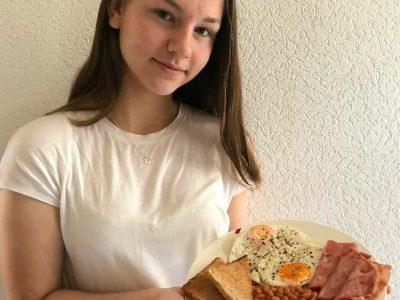 Sally-perel-Realschule Meinersen. Elena Reich.  Ich hab das traditionelle Englische Frühstück ausgewählt, da es sehr köstlich und typisch Englisch ist. :)