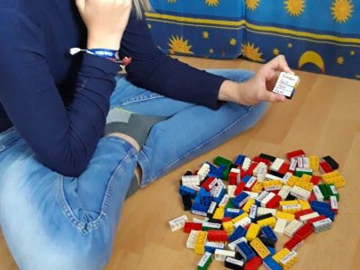 """Bad Sulza , Toskana-Schule  """"Man kann auch mit Lego-Steinen die unregelmäßigen Verben üben. Finde immer 4 passende Steine!"""""""