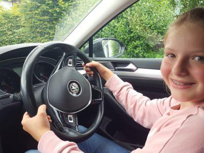 Sulz am Neckar / Lina-Hänle-Realschule / Lorena Tetzner / class 5c / Traffik in England is driving on the right side :-)