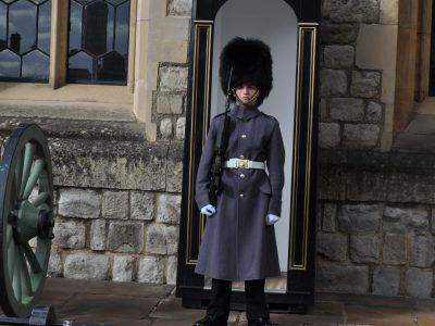 Fürstenwalde Bernadinum  das Foto kommt aus London vor dem Gebäude in dem die Kronjuwelen sind also im tower of London