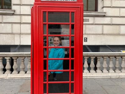 Stadt:Timmendorfer Strand  Schule: Ostsee Gymnasium Timmendorfer Strand   Etwas zu meinen Fotos : Auf meinen Fotos war ich in England. Da Englisch meine Muttersprache Englisch ist habe ich viele Fotos aus England  Auf meinen Fotos war ich in London.  Auf den Fotos sieht man Buckingham Palace , Tower Bridge , an English phone box and the London Eye.  Ich hoffe ihnen gefallen die Fotos   Liebe Grüße  Sophia Franzen
