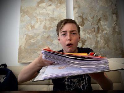 Hamburg Julius Leber Schule.  Sooo viel Hausaufgaben!!! Ich möchte Normalität....  Ich möchte wieder in die Schule. Ich möchte alle meine Freunde sehen!