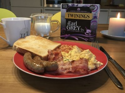 Mmmmhhhh! Wir lieben englisches Frühstück.  Den Tee hat meine Schwester aus England mitgebracht.  Viele Grüße von Tabea Blattmann vom Aldegrever-Gymnasium in Soest