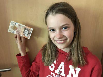 Krefeld  Gesamtschule Uerdingen   Englisches Geld, als Geschenk von meiner Oma die dort lebt.