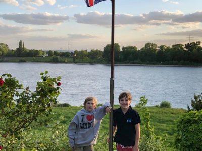 Niederkassel Kopernikus Gymnasium   Dieses Bild ist von mir (Johannes) und meinem Bruder (Philipp).