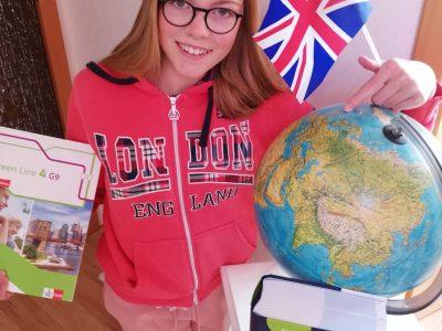 Mia Schulz, Jacobsons Gymnasium Seesen, Klasse 8b. Darauf bin ich als Fan von England zu sehen. Ich durfte dieses Land schon bei der Musikfreizeit mit unserer Partnerstadt Wantage kennenlernen. England ist mege cool.