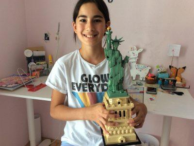 Ingolstadt Ludwig Frohnhofer Realschule  Die Statue of Liberty von Lego habe ich während der unterrichtsfreien Zeit in der Corona–Krise an einem Tag zusammen gebaut. Darauf bin ich sehr stolz. Wenn mein Englisch noch besser ist, dann möchte ich gerne mal nach New York fahren.  Marie–Chantal