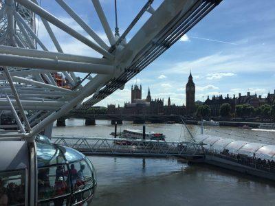 Städtische Gesamtschule Stolberg  Das Bild entstand in London im Jahr 2017. Wie alle Touristen, konnten wir uns die Fahrt mit London Eye nicht entgehen lassen. Von da aus hatten  wir den Besten Blick auf den Big Ben und Westminster Palace.