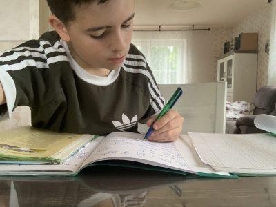 Bielefeld Georg-Müller Schule   Eine konzentrierte Englisch Stunde zu Hause im Fernunterricht