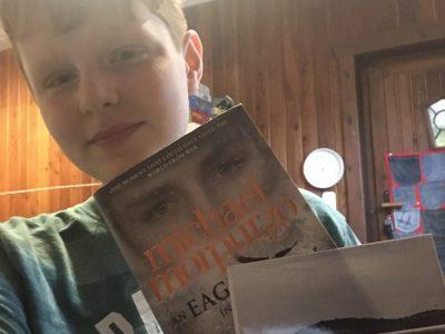 Das Buch habe ich 2018 in England gekauft und auf dem Bild sind die Kreidefelsen von Dover