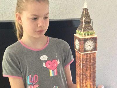 Friedrichshafen Realschule Ailingen   Vanessa mit dem Big Ben von London