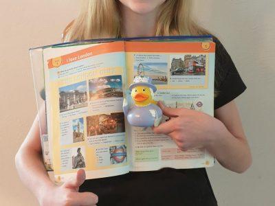 Vorname: Amelie Nachname: Hoffrichter Stadt: Rhede (Kreis Borken) Schule: Gesa Rhede Kommentar: Fotoshooting mit der Queen!