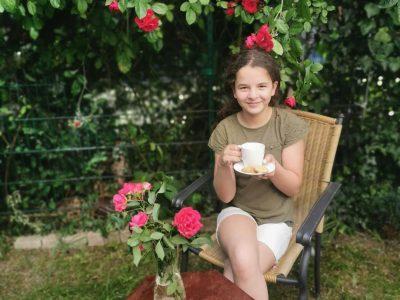 """Amina Zaryouhi Frankfurt am Main Carl von Weinberg Schule  Ich nenne das Bild   """"Aminas Tea Time"""""""
