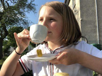 Leipzig Goethe gymnasium Leipzig/Schönefeld Für das Bild habe ich da es ja typisch Englisch ist Scones gebacken und dazu noch eine Tasse Tee gemacht also sozusagen Teatime nachgestellt.