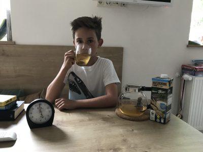 Leonard Heiland, Gymnasium Fridericianum, Rudolstadt.  Tea time with milk.