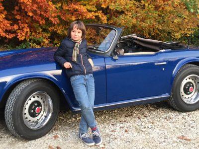 D-88069 Tettnang, Montfort-Gymnasium Ich ganz stolz mit unserem englischen Oldtimer Triumph TR6, Baujahr 1972, gerne unternehme ich im Sommer tolle Ausfahrten mit meinem Dad zusammen durch die wunderschöne Bodensee-Gegend.