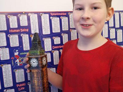 53757 Sankt Augustin  Albert-Einstein-Gymnasium   Zum Elizabeth Tower möchte ich gerne mal hin um mir den Big Ben anzuhören und am liebsten würde ich gerne mit dem neuen Fotoaparat, Fotos in London manch können.  Thomas Mohr