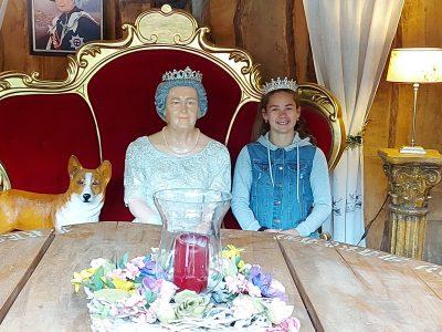 """Bonn - Tannenbusch Gymnasium """"The new Queen of England."""""""