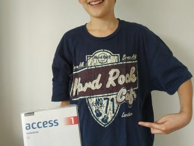 Hallo, ich bin Ben Anders aus Crailsheim und gehe in die 5. Klasse des Lise-Meitner-Gymnasiums. Ich habe ein Hard-Rock-Cafe T-Shirt aus London an :-)