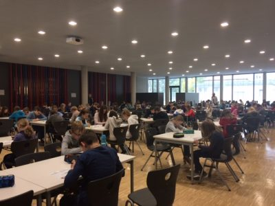 Dresden, Gymnasium Tolkewitz Die Big Challenge mit knapp 150 Schülerinnen und Schülern in der Mensa des Schulcampus Tolkewitz
