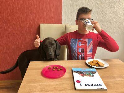 Jannes Korschan, Georg-Christoph-Lichtenbergschule  Kassel  So habe ich am liebsten gelernt: mit einer Tasse Tee, Keksen und meinem Hund Amy!