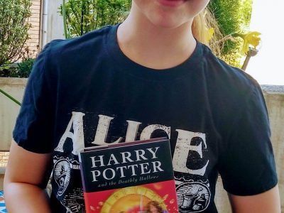 """My name is Idalena and I live in Bottrop. I go to class 5c of the """"Heinrich-Heine-Gymnasium"""". I love to read Harry Potter."""