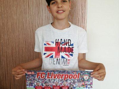 Zittau, Christian-Weise-Gymnasium             Hier seht ihr Henry als treuen Fan des FC Liverpool