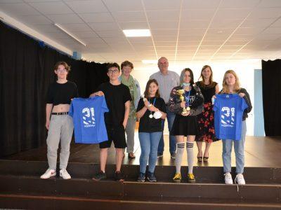 Hildesheim, Robert-Bosch-Gesamtschule Auf den Fotos sieht man 4 SuS aus Jahrgang 9, die die ersten 4 Plätze landesweit und den 1. Platz bundesweit belegt haben, sowie eine Schülerin des 6. Jahrgangs, die ebenfalls Landesbeste war.