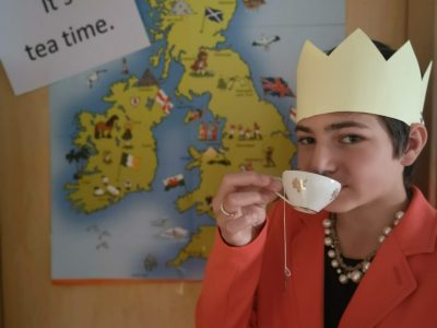 The Queen has tea time. ;-)  Crailsheim Albert-Schweizer-Gymnasium