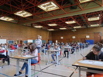 Ludwig-Thoma Gymnasium Prien - schon wie im Abitur voll konzentriert.