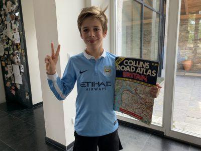 Stolberg, Rheinland, Goethe Gymnasium.  Ich bin großer Fußball Fan auch von Manchester City, und meine Mutter hat mir eine alte UK Straßenkarte von 1991 geschenkt.