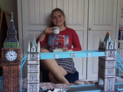 Stadt: Gevelsberg                   Schule: Städtisches Gymnasium Gevelsberg  In der Tasse ist Tee drinnen. Auf dem Bild ist die Tower Bridge und der Big Ben zu sehen.