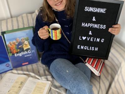 Düsseldorf Leibniz-Montessori-Gymnasium Sunshine & Happiness & Loveing English.