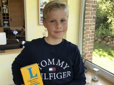 """25746 Heide Schule:Werner-Heisenberg Gymnasium Name:Ben Linau Hein klasse:5a """"I Love English Songs❤️"""""""