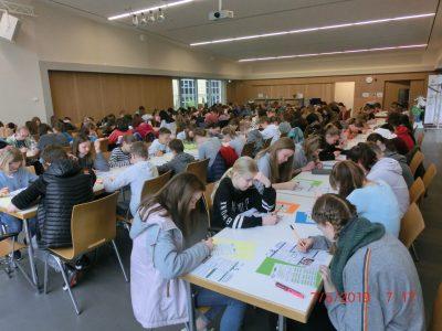 """Otto Schott Gymnasium Jena Unsere Aula war wieder gut gefüllt mit 141 Schülern, die sich der """"Großen Herausforderung"""" gestellt haben. Nun hoffen wir auf gute Ergebnisse."""