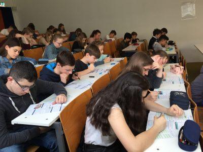 Waldschule Schwanewede in Schwanewede wie jedes Jahr sind ganz viele Schüler eifrig dabei, die Aufgaben richtig zu bearbeiten...