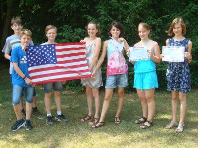 Hilden, Helmholtz-Gymnasium mit dem Gewinner der Klassen 8