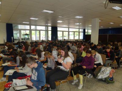 Big Challenge in der Aula der Humboldt Realschule - ohne Tische aus Platzmangel, wir hatten so viele Teilnehmer