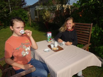 Herzogenaurach - Gymnasium  Five o'clock teatime with my twin sister