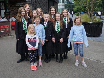 Crailsheim - Liese-Meitner-Gymnasium Letztes Jahr war ich mit meiner Familie in London. Vor der Tower Bridge haben wir eine Schulklasse getroffen. Ich konnte ihnen Fragen stellen, hatte aber Schwierigkeiten, ihre Antworten zu verstehen. Das Englisch war so schnell gesprochen und hat sich anders angehört.