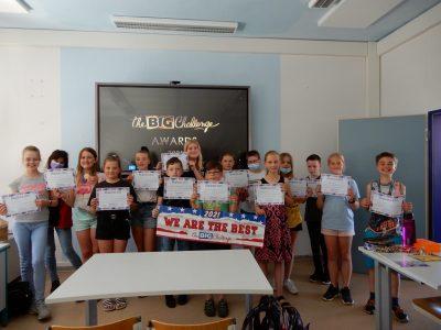 Die Klasse 5 des BIP Kreativitätscampus Neubrandenburg ist stolz auf die erzielten Ergebnisse beim Big Challenge Wettbewerb