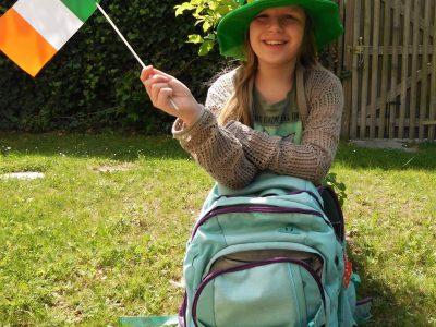 Ich lerne Englisch am Martinus Gymnasium in Linz am Rhein, damit ich mit meiner Patentante in Irland kommunizieren kann!