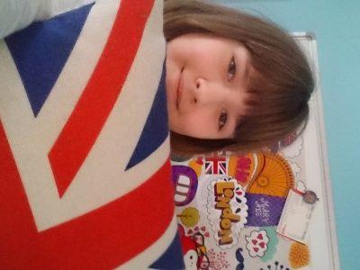 Nika Bülk Wedel Ghs:  Ich liebe England und habe auch viele sachen die etwas damit zutuhen haben ich musste mich erstmal für etwas entscheiden