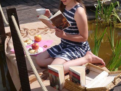 Crailsheim, Lise-Meitner-Gymnasium Teetime im Garten mit Scones und Shakespeare Lektüre