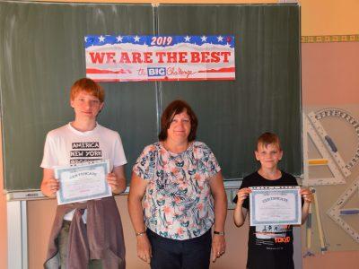 Gutenberg Oberschule Forst: Ehrung der besten Teilnehmer am Wettbewerb Sprinter online Kl. 7-9 durch Koordinatorin BC, Frau Astrid Hill