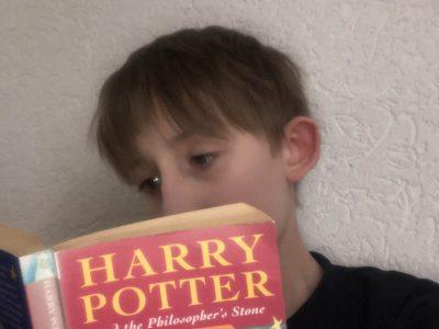 Dortmund, Privat Gymnasium Stadtkrone Ost Ich lese mal wieder Harry Potter, diesmal in Englischer Sprache...be a student of Howarts School and platform 9 3/4, this way please...